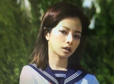セーラー服を着た桜井ユキ